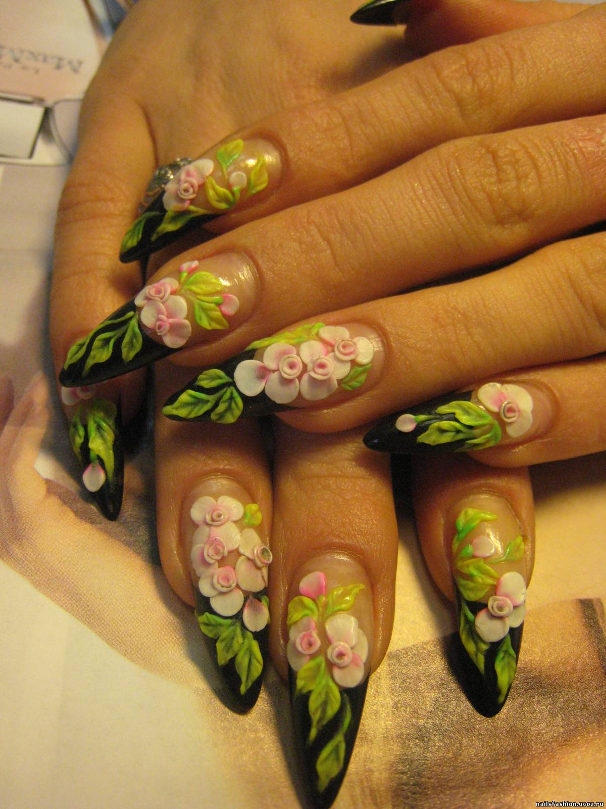 Дизайн и лепка на акриловых ногтях фото